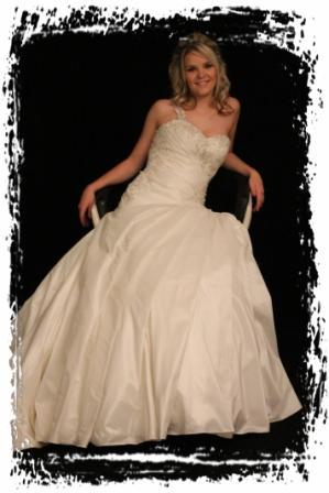 wd52ro992630-wedding-dressesgowntrourokke-