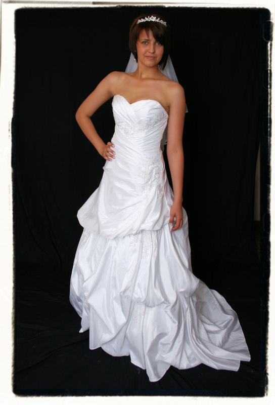 WEDDINGDRESSES_132677.jpg